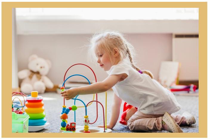 bambina-che-gioca-al-nido-carimate